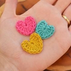 Super quick and easy crocheted heart pattern. Photo tutorial. I need to learn how to make these.