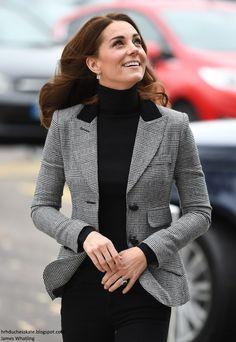 "Duchess Kate: ""Hugs Are Very Important"": William and Kate's Coach Core Essex Visit! Estilo Kate Middleton, Princess Kate Middleton, Kate Middleton Style, Pippa Middleton, Princess Mary, Princess Charlotte, Duke And Duchess, Duchess Of Cambridge, Visit Cambridge"