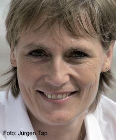 Jutta Kleinschmidt. Die studierte Physikerin und Buchautorin gehört zu den weltweit erfolgreichsten Frauen im Motorsport. Sie ist die erste und bisher einzige Frau, die die schwerste und längste Rallye der Welt, die Rallye Dakar, in der Gesamtwertung gewonnen hat. In ihren Vorträgen motiviert Jutta Kleinschmidt ihr Publikum, sich selbst und dem Team zu vertrauen und für den Erfolg auch Wagnisse einzugehen.