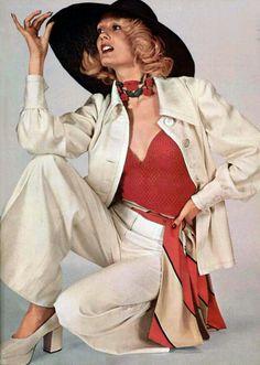 Chapéu, lenço no quadril, pantalona, supercolar... adoro tudo! 70s Women Fashion, Seventies Fashion, Vogue Fashion, Fashion History, Retro Fashion, Vintage Fashion, 70s Outfits, Vintage Outfits, Lanvin