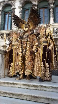 Fucking awesome!! Costume Carnaval, Carnival Costumes, Fantasy Inspiration, Character Design Inspiration, Costume Africain, Venetian Masks, Venetian Costumes, Venetian Masquerade, Costume Venitien