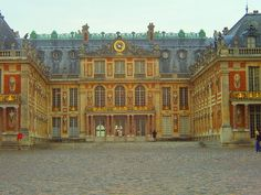 Despite having been to France 3x, and passing through Paris via train at least 9x, I have yet to visit the Château de Versailles.