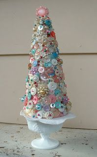 Finally a use for all those spare buttons. | Button Xmas Tree | Makin' Projiks: Christmas ideas revisited