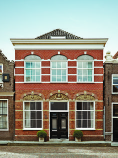 Aink and Meeuwissen were initially hesitant to move outside of Amsterdam, but saw the raw potential of a circa-1840 Monnickendam building, 20 minutes outside the city, which had suffered several poor renovations to the 6,000-square-foot interior.