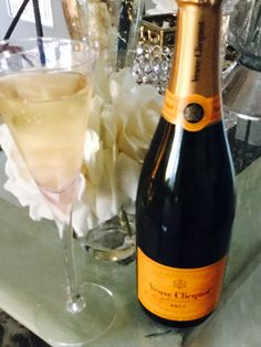 I Love The World, Veuve Clicquot, Wine Art, Champs, Champagne, Bubbles, Good Things, Mood, Drinks