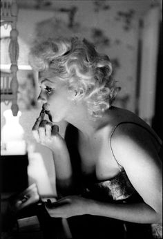 The year is 1955 and one of the world's most famous stars is preparing to attend a show on Broadway. Marilyn Monroe, then 28 years old, take...