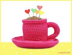 Tasse mit Untertasse häkeln? Gratis Häkelanleitung zu einem süßen Kaffee-Set finden Sie hier auf unserem Blog! Häkeln Sie einfach mit!