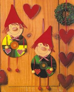 Christmas craft from CD disc. Crafts With Cds, Old Cd Crafts, Kids Crafts, Christmas Crafts For Kids, Christmas Activities, Christmas Projects, Kids Christmas, Handmade Christmas, Holiday Crafts