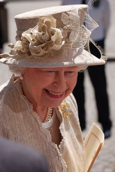 """SHE (ELIZABETH) IS THE """"HAT LADY"""" OF ALL TIMES.......SHE SEEMS TO BE A """"FUN"""" PERSON MOST OF THE TIME ... AND, WITH ALL SHE'S HAD TO CONTEND, THAT MUST HAVE BEEN A HARD ROW TO HOE MANY TIMES........ccp"""