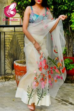 Dress Indian Style, Indian Dresses, Indian Outfits, Saree Blouse Patterns, Saree Blouse Designs, Stylish Sarees, Stylish Dresses, Organza Saree, Organza Flowers
