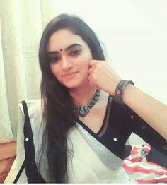 Kerala Saree with a silver twist ! Set Saree Kerala, Kerala Saree Blouse, Kalamkari Saree, Indian Sarees, Silk Sarees, Sari, Saree Draping Styles, Saree Styles, Onam Saree