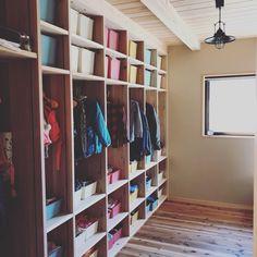 環境まで変えたファミリークローゼット!   大工の嫁ブログ Japanese House, Closet Space, Good Company, Mudroom, Storage Spaces, Woodworking Projects, Lockers, New Homes, Shelves