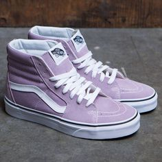 Vans logo at the sides and rubber stamp at the back. Signature Vans waffle tread for traction. High Top Vans Outfit, High Top Sneakers, High Heels, Mens Vans Shoes, Skate Shoes, Adidas Shoes, Vans Boots, Skate Shoe Brands, Baskets