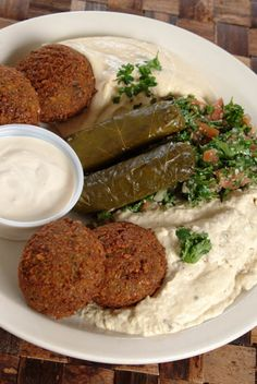 Mmmh.....this started my love of lebanese food.  This was the vegetarian platter my husband and I had at Aladdin's today in Mt. Lebanon.  It was delicious! I'm so learning how to make these dishes.