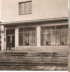"""Kawiarnia """"Dorotka"""" na rogu Wolskiej i Staszica w latach siedemdziesiątych"""