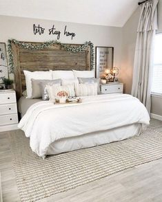 25 Small Master Bedroom Makeover Ideas on a Budget - Bedroom Bed, Linen Bedroom, Furniture Bedroom and Style Master Bedroom Small Master Bedroom, Master Bedroom Makeover, Country Master Bedroom, Master Bed Room Ideas, Master Bedroom Furniture Ideas, Master Bedroom Decorating Ideas, Master Suite, Master Bedrooms, Master Master