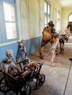 Fanny Ferré Ferrat, Assemblage Art, Mixed Media Artists, Baby Strollers, Cool Art, Sculptures, Dolls, Collection, Baby Prams