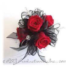 schwarze Corsage - New Ideas Homecoming Flowers, Prom Flowers, Bridesmaid Flowers, Wedding Flowers, Bride Flowers, Black Corsage, Red Corsages, Wrist Corsage, Prom Corsage
