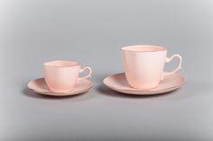 Filiżanki Anna Maria z różowej porcelany Anna Maria cups (pink porcelain)