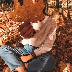 Thank You from We Heart It! on We Heart It - - Happy Thanksgiving lovely Hearters! Whether you celebrate the holiday or not, we just wanted to say thank you from the bottom of our hearts for joi. Autumn Photography, Girl Photography Poses, Creative Photography, Autumn Aesthetic Photography, Heart Photography, Photography Flowers, Poses Photo, Picture Poses, Fall Pictures