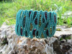 Brazalete de macramé turquesa. Macrame bracelet