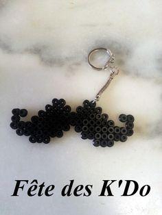 Porte-clés moustache en perles Hama noir