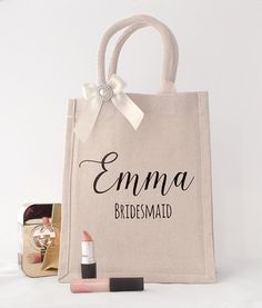 Our best selling gift bag, with more than 950 sold world wide! The perfect way to present your gift to your bridesmaid. Each bag features your