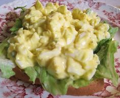 55 Calorie Egg Salad 4 hard-boiled eggs (method here) 4 T. recipe buttermilk ranch 1 T. Kraft Olive Oil Mayo 1 T. yellow mustard salt/pepper to taste Skinny Recipes, Ww Recipes, Low Calorie Recipes, Great Recipes, Salad Recipes, Dinner Recipes, Favorite Recipes, Healthy Recipes, Healthy Cooking