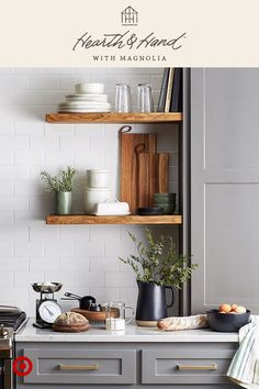 4 Crazy Ideas: Floating Shelves Bedroom How To Make floating shelves fireplace bathroom.Floating Shelf Over Tv floating shelves storage toilets.Floating Shelves With Tv. Chip Y Joanna Gaines, Joanna Gaines Decor, Jo Gaines, Magnolia Joanna Gaines, Cute Home Decor, Retro Home Decor, Kitchen Shelves, Kitchen Decor, Kitchen Items