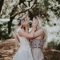 20 Bridesmaid Photos You Need to Have On Your Shot List - - 20 Bridesmaid Photos You Need to Have On Your Shot List Wedding Photography Final prep talk from your maid of honor Wedding Goals, Wedding Pics, Wedding Dresses, Sister Wedding Pictures, Trendy Wedding, Outside Wedding Pictures, Bride Maid Dresses, Wedding Family Photos, Bride And Bridesmaid Pictures