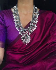 Names of 9 Popular Bridal Necklace Types for Indian Brides! *With Photos* Silver Jewellery Indian, Silver Jewelry, Gold Jewellery, Indian Necklace, Jewellery Holder, Jewellery Shops, Vintage Jewellery, Jewellery Making, Silver Necklaces