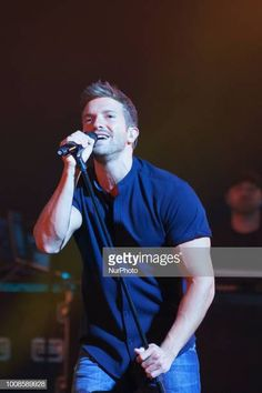 Spanish singer Pablo Alboran performs during the closing of the Universal Music Festival at the Royan Theater in Madrid Spain 31 July 2018 Hot Men, Sexy Men, Hot Guys, Closer, Theater, Madrid, Spanish, Crushes, Singer
