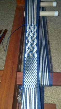 Crafty Gal's Spot: How to: Basket weave Technique and Celtic Knot for the Inkle Loom