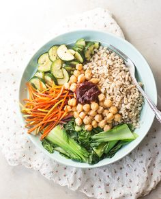 In need of a quick, no-fuss yet healthy and delicious weekday meal? This vegan Korean nourish bowl with barley, vibrant vegetables and spicy gochujang sauce is sure to keep you energized and satisfied