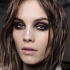 Grungy dark and wet make-up