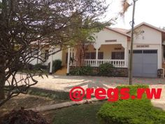 A house for rent in Kigali – Nyarutarama Location: District of Gasabo, Nyarutarama, Near Golf Club Description: - 5 bedrooms - A sitting room and a dining room - 3 restrooms (WC) - A garage ...