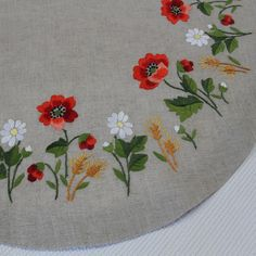 Hand Embroidery Flower Designs, Hand Embroidery Projects, Basic Embroidery Stitches, Hand Embroidery Flowers, Baby Embroidery, Modern Embroidery, Japanese Embroidery, Vintage Embroidery, Cross Stitch Embroidery