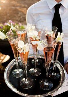 Champán rosado decorado con flores