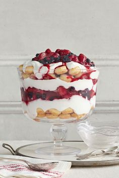 Trust us: You'll be using these easy trifle recipes throughout the holiday season. It's one of the creamiest Christmas desserts there is. Find a new favorite trifle idea right here, from no bake recipes to holiday ones. Cranberry Trifle Recipes, Trifle Bowl Recipes, Fruit Salad Recipes, Dessert Recipes, Dessert Ideas, Dessert Bars, Fruit Trifle, Trifle Desserts, Pudding Desserts