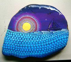 Hand Painted große Strand Stein von den Ufern des Lake Erie   Größe: ca. 6 X 5 INCH  Farben: Mandarine, Orange, Sonnengelb, hellgelb, rot, toskanischen rot, weiß, Coral, helle Koralle, Squash, Teal, Türkis, blau, Insel blau, hellblau, Aquamarin  Form: abstrakt Medium: Acrylmalerei Besiegelt: Ja Stil: Küste Technik: Pointillismus, Dotillism, Punkt Kunst  Setzen Sie etwas Farbe in Ihrem Leben oder ein fremdes!!! Große, kleine, preiswerte Geschenkideen :) Hause oder im Büro Dekor ~  ** Ich…