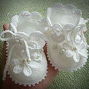 New Crochet Baby Girl Patterns Ganchillo 40 Ideas Baby Booties Knitting Pattern, Crochet Baby Boots, Baby Shoes Pattern, Booties Crochet, Baby Girl Crochet, Crochet Baby Clothes, Crochet Slippers, Baby Knitting Patterns, Crochet Patterns