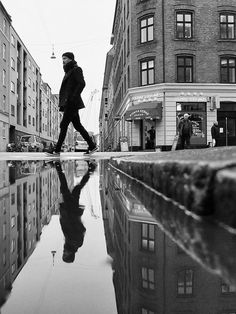 street photography urban perspective The City in Motion Urban B/W Photograpy by Thomas Toft - Reflection Shot Reflection Photography, Urban Photography, Creative Photography, Photography Tips, Landscape Photography, Portrait Photography, Artistic Photography, Fashion Photography, Symmetry Photography