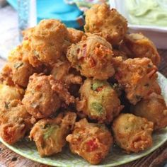 uh, yum -----> Avocado Fritters with Dipping Sauce by abeautifulbite No Cook Appetizers, Finger Food Appetizers, Appetizer Recipes, Avocado Recipes, Raw Food Recipes, Mexican Food Recipes, Good Food, Yummy Food, Pub Food