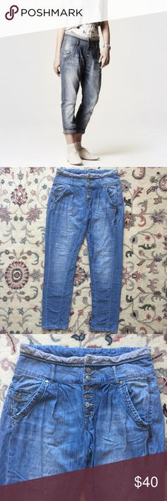 Zara Denim Rules by TRF Baggy Jeans Soft 100% cotton jeans. Waist measures 33 inches. Rise is 11 1/2 inches. Inseam is 30 1/2 inches. Look great war in low and rolled up. Zara Jeans