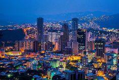Caracas de noche @Regrann from @differentproductions  #LaCuadraU #GaleriaLCU #Caracas #CaracasDeNoche #CaracasHermosa
