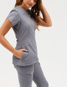 The Tulip Top in Graphite is a contemporary addition to women's medical scrub outfits. Shop Jaanuu for scrubs, lab coats and other medical apparel. Scrubs Outfit, Scrubs Uniform, Stylish Scrubs, Cute Scrubs, Medical Uniforms, Womens Scrubs, Medical Scrubs, Peeling, Dresses For Work
