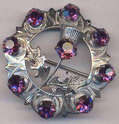 Vintage Scottish Brooch thistle wreath circle x Vintage Costume Jewelry, Vintage Costumes, Antique Jewelry, Vintage Jewelry, Barbie Vintage, Tartan, Plaid, Vintage Brooches, Art Nouveau