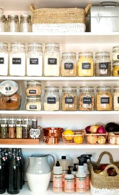 Kitchen Organization and Pantry Design Dreams Organisation de cuisine et conception de garde-manger Dreams – Hither & Thither Kitchen Ikea, Kitchen Jars, Kitchen Cupboard, Mens Kitchen, Rustic Kitchen, Country Kitchen, Space Kitchen, Copper Kitchen, Decor For Small Kitchen