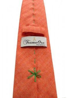 Cravatta modello spiegato in Cashmere