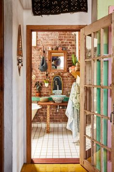 A Brooklyn Home That Feels More Like a Mediterranean Tree House Open Bathroom, Bathroom Interior, Bathroom Ideas, Small Bathrooms, Brooklyn, Frosted Glass Door, Wood Source, Salvaged Wood, Clever Design
